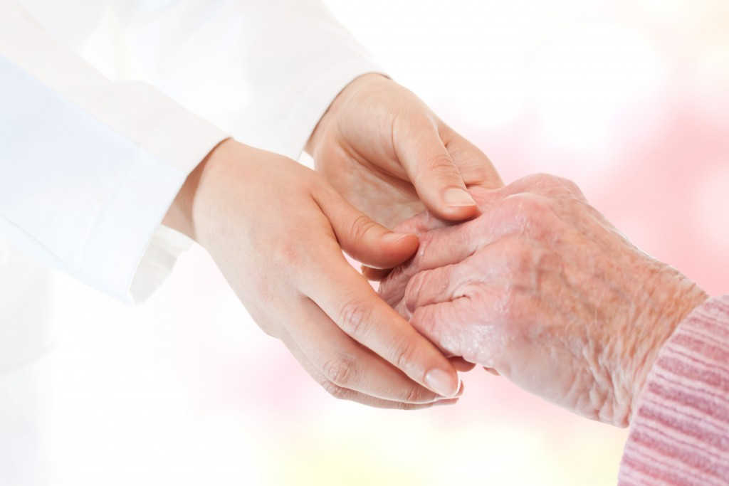 150 de maini fotografiate de ziua artritei